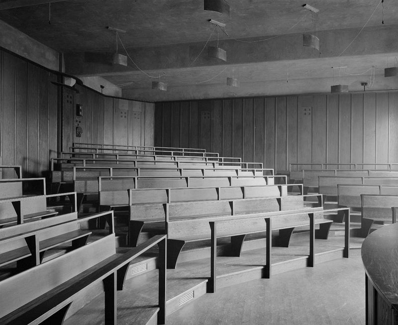 B w photograph of lecture theatre the glasgow school of art by bedford